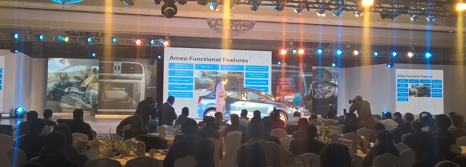 Some car makers have decided to focus their efforts on smaller events to show their cars. It was the case of Volkswagen in India, where JATO attended the Volkswagen Ameo presentation.